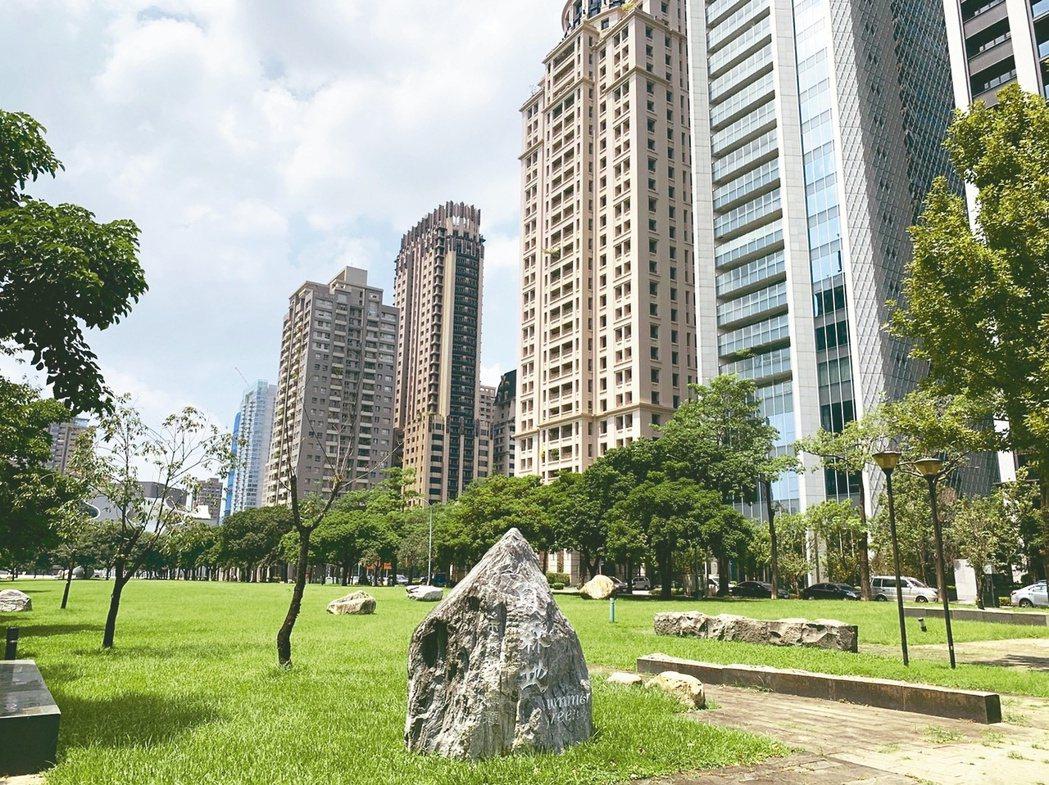 台中市9月買賣移轉棟數一舉衝上4,867棟,已連續三個月突破4,000棟,連續五...