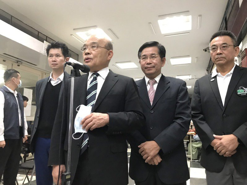 行政院長蘇貞昌今天出席台大橄欖球隊75周年餐敘,會前接受媒體聯訪。記者潘乃欣/攝影