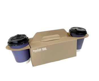 逸昇設計旗下「to go餐飲外帶裝家」系列產品之一「雙掛耳式餐盒」,可一次裝兩杯...