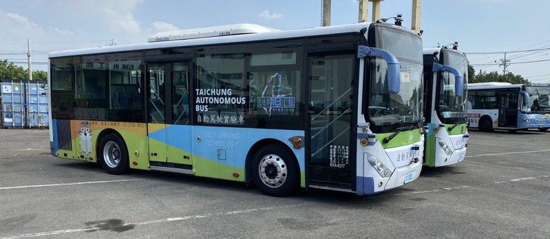 台中2輛自駕巴士已通過自駕、跟車測試,取得合法測試車牌,11月可望開放民眾免費試乘。圖/台中市交通局提供