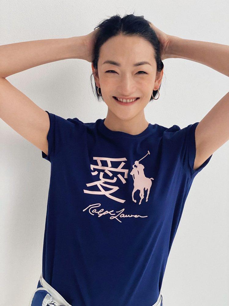 日本超模富永愛穿上Pink Pony T恤。圖/Ralph Lauren提供