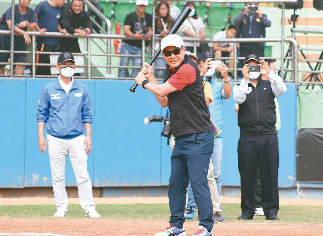 「第八屆中信盃黑豹旗全國高中棒球大賽」昨日舉行開幕典禮暨開幕戰,中信銀行董事長利