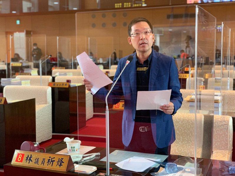 台中市議員林祈烽要求教育局加速設立教師諮商輔導體系。圖/林祈烽提供