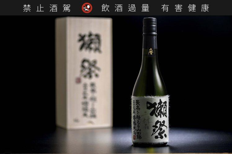 獺祭「超越極致」單瓶估價32,000港元起,共6瓶限量編號上拍。圖/蘇富比提供