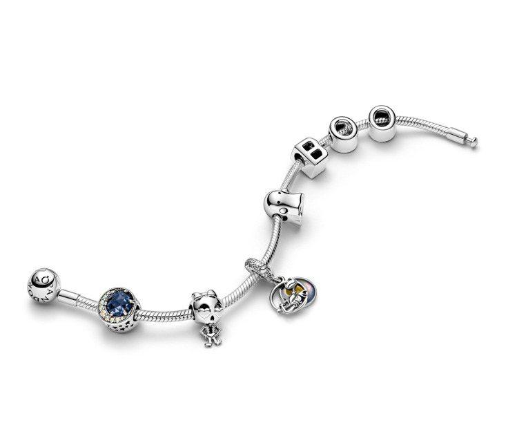 (由左至右)夜空與彎月925銀串飾,3,280元;骷髏女孩925銀串飾,1,58...