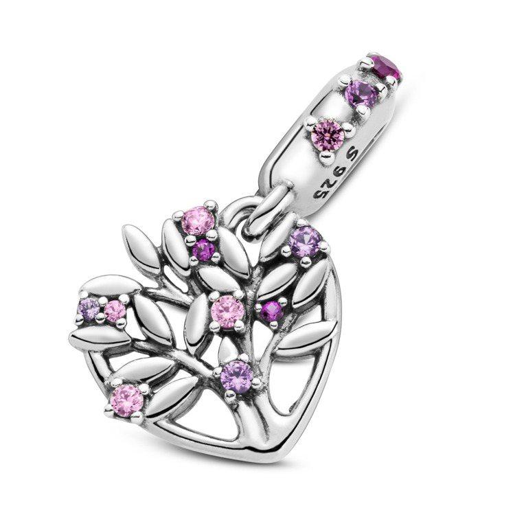 粉色鋯石心型家庭樹925銀吊飾,1,880元。圖/Pandora提供