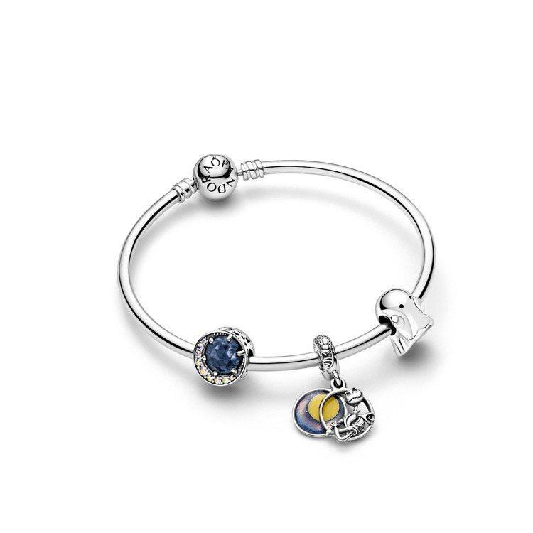 (由左至右)夜空與彎月925銀串飾,3,280元;Disney x Pandor...