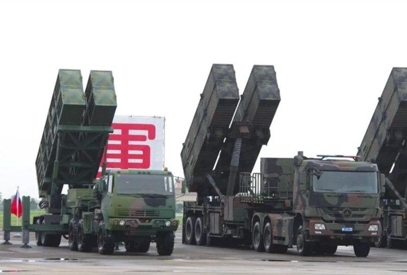 天弓一型與三型防空飛彈發射車。圖/本報資料照