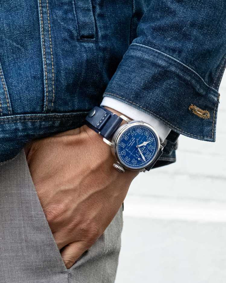 PILOT TYPE 20藍圖限量版腕表,26萬9,900元。圖/真力時提供
