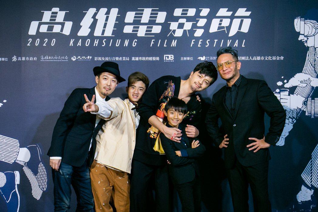 「輕鬆搖擺」導演郭尚興、演員吳定杰、江常輝、阮柏皓、高山峰。圖/高雄電影節提供