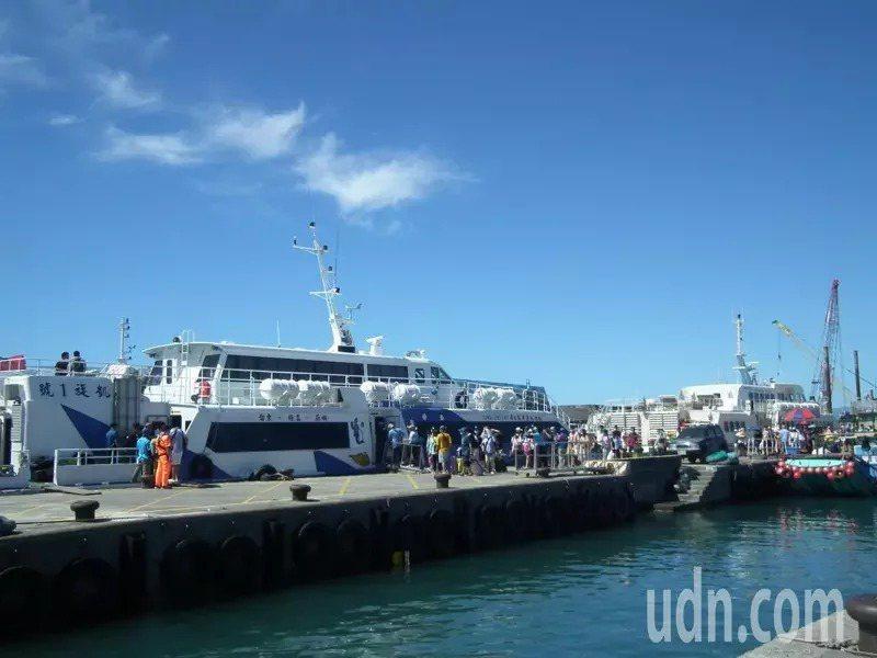 航港局要求,客輪載運漁獲必須依審認及規畫區域置放並繫固。本報資料照片