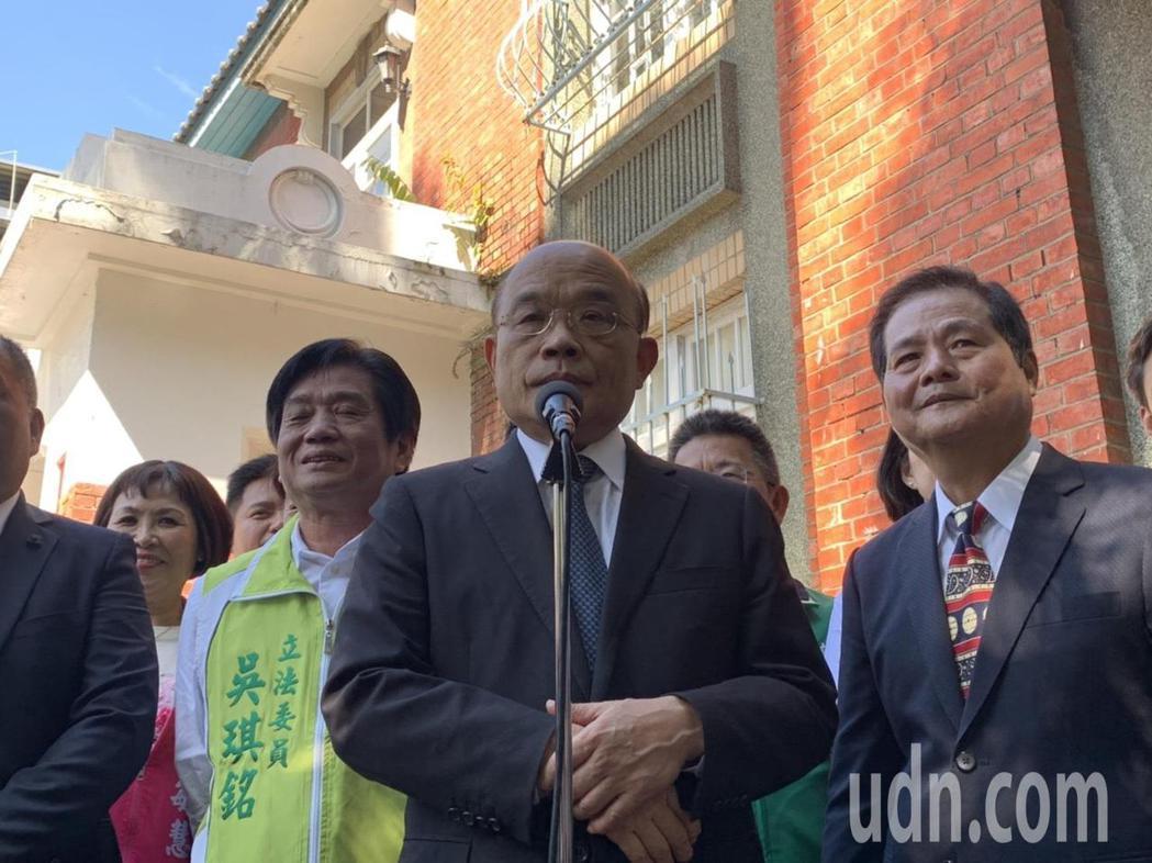 蘇貞昌指出,因應疫情關係,行政院許多會議都改用線上視訊。記者張睿廷/攝影