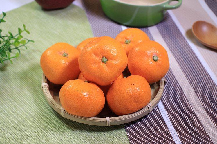city'super復興店周年慶首二日限時推出日本蜜柑10顆1袋原價299元,2...