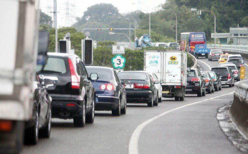國3中和經常大塞車回堵,交通部規畫在中和、土城間再增設北土城交流道。圖/聯合報系提供