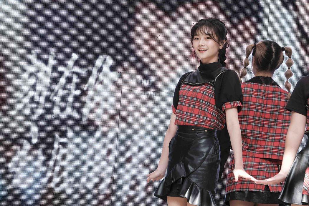 邵奕玫(米米)與她高中同學四人所組的舞團「CapSoul」則帶來韓風舞蹈組曲。圖...