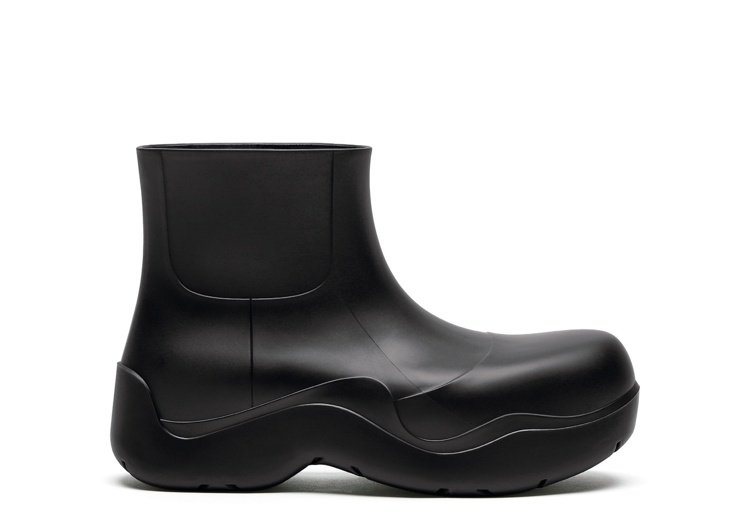 The Puddle踝靴 (黑),20,100元。圖/Bottega Venet...