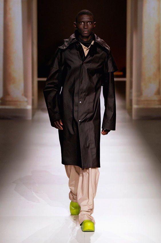 Bottega Veneta推出全新靴款The Puddle。圖/Bottega...