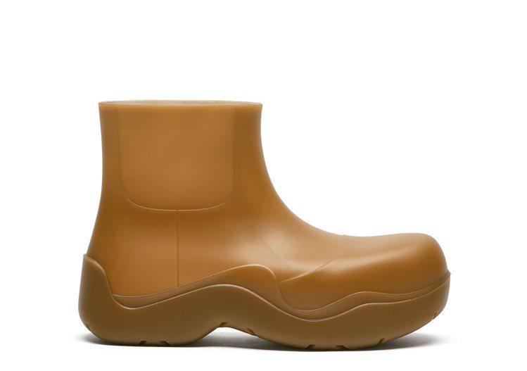 The Puddle踝靴 (膠黃),20,100元。圖/Bottega Ven...