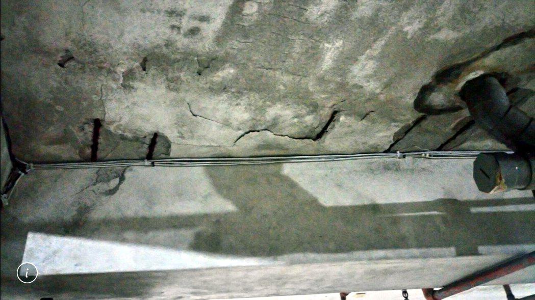 牆壁隆起、水漬、發泡或油漆剝落,有八成都是漏水造成的。本報資料照片