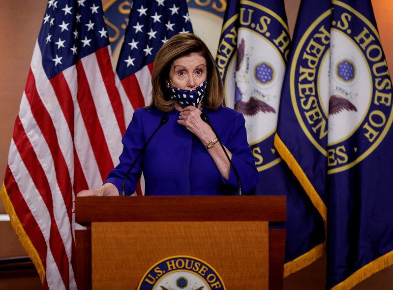 美國眾院議長波洛西25日對選前跟川普政府達成新冠病毒援助法案仍感樂觀。路透