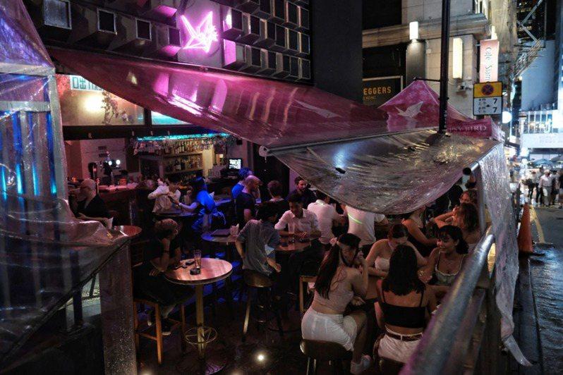 酒吧現已重開,但必須在凌晨12點關閉。(資料圖片 / 李澤彤攝)