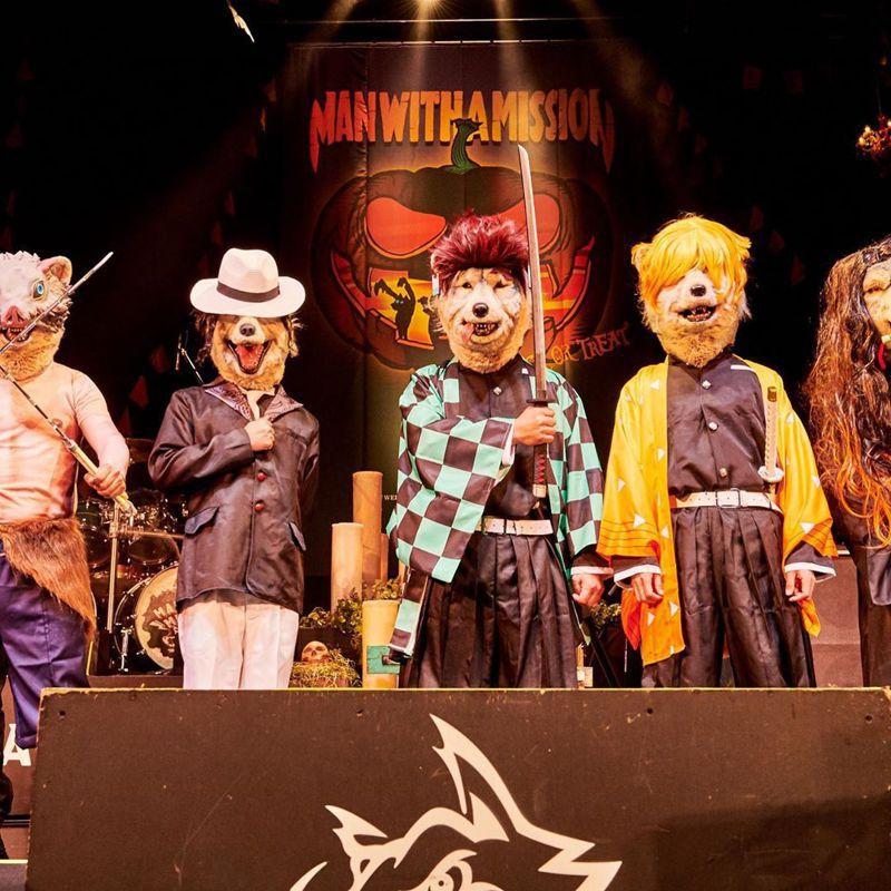 日本「狼人樂團」cosplay成鬼滅之刃開唱。圖擷取自IG