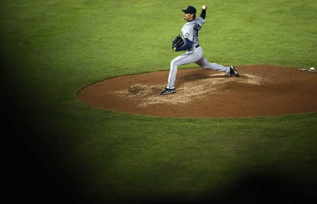 「控球也可以將角度壓很低,手腕很長的他創造出一種讓打者反應較慢的落差,真的很有趣。」 圖/法新社