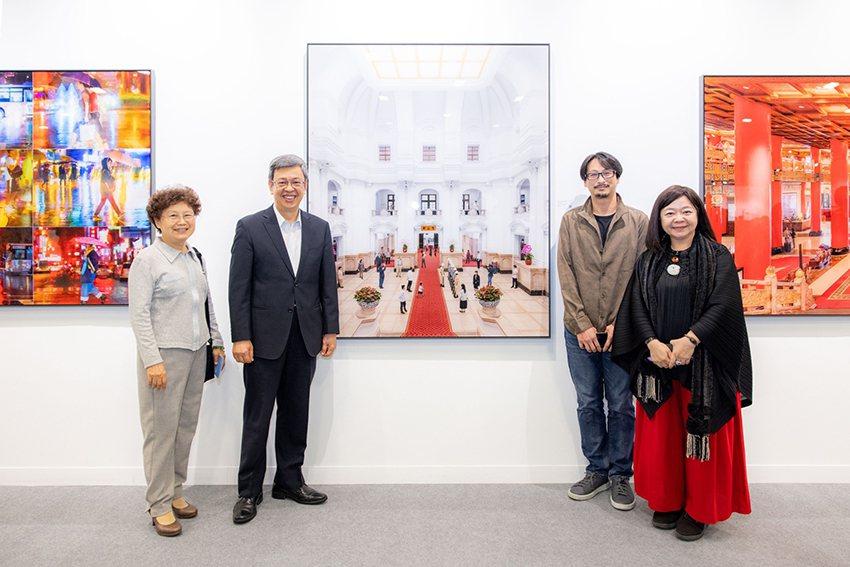 前副總統陳建仁伉儷參訪ART TAIPEI-「表裡之城」特展。 畫廊協會/提供