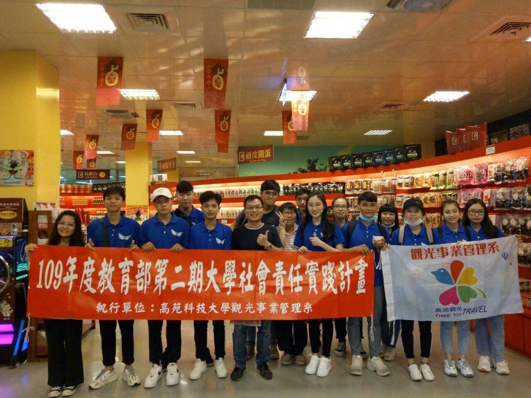 高苑科大觀光系國際生參訪岡山在地特色-滷味博物館。 楊鎮州/攝影