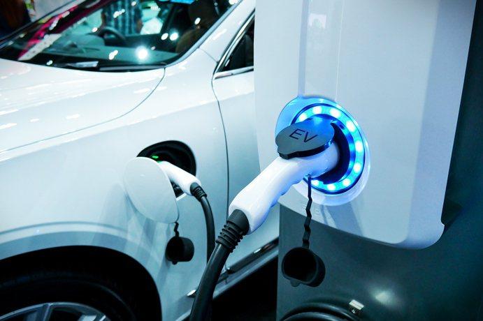 戶戶標配平面充電式停車位,深受特斯拉消費族群喜愛。
