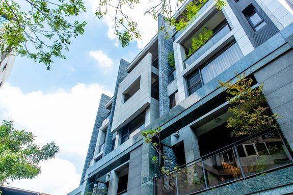 「敦富謙苑」質樸幽雅兼具美學的建築外觀,從內而外精心設計。