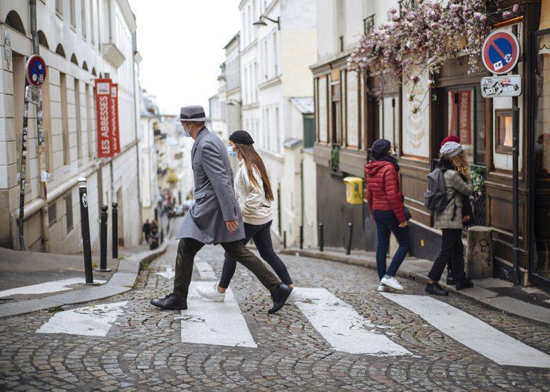 法國衛生部25日新增5萬2010起確診病例,再創單日新高。圖為巴黎街頭。 圖/美聯社