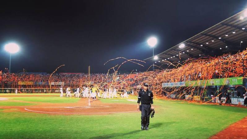 看完美職後,棒球迷能注意亞洲棒壇11月將點燃的季後賽戰火,先由台灣大賽(如圖)拉開序幕,接續是韓職、日職。 截圖自中職官方粉絲團