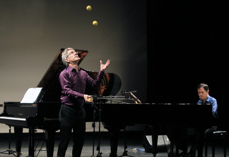 「聲聲不息」除彈奏古典樂,更包含節奏雜耍、相聲、自創曲等,內容精彩多元。圖/聯合數位文創提供