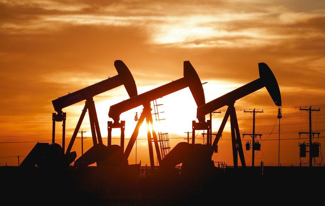 國際油價26日亞洲早盤續跌,延續23日的跌勢。 (美聯社)
