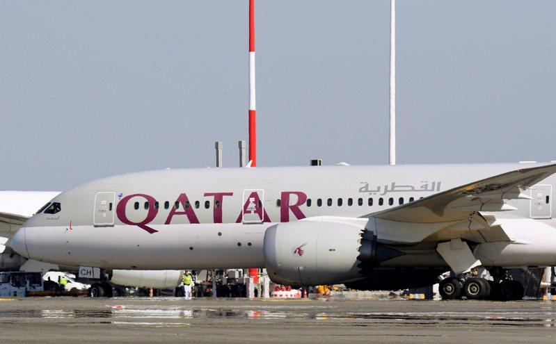 卡達機場人員10月初在廁所發現一名早產棄嬰,機場竟要求班機上的女性乘客接受侵入性檢查,以找出棄嬰生母。路透