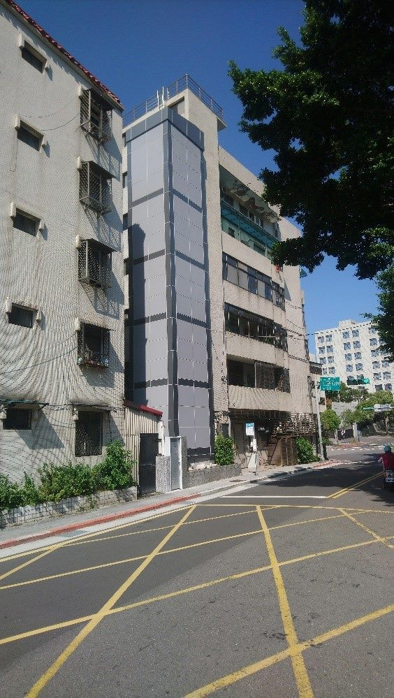 老舊建物增設電梯前案例。圖/北市都更處提供