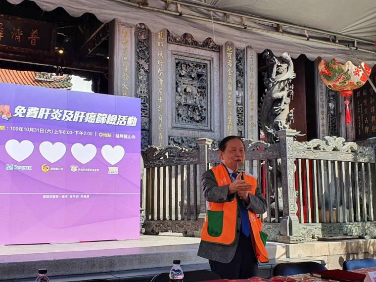 肝基會董事長許金川呼籲30歲以上民眾出來篩檢B、C型肝炎。記者楊雅棠/攝影
