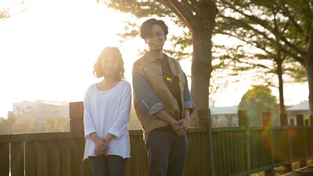 小鷗(黃姵嘉飾,左)放下已故丈夫面對與發貴(張書偉飾)的感情。圖/公視提供