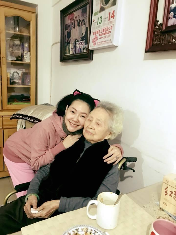 小S和奶奶的感情十分親密。圖/摘自臉書