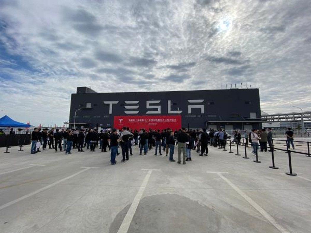 特斯拉上海超級工廠大陸製造整車出口歐洲儀式,26日在特斯拉上海超級工廠舉行。圖/...