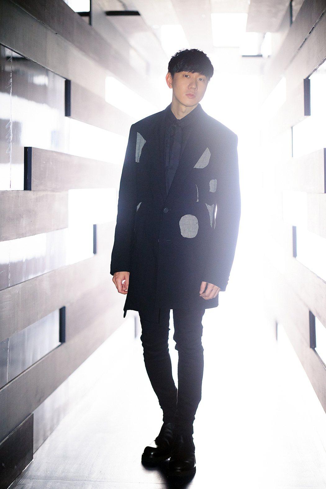 林俊傑日前剛辦新專輯「倖存者.如你」線上演唱會。圖/華納音樂提供