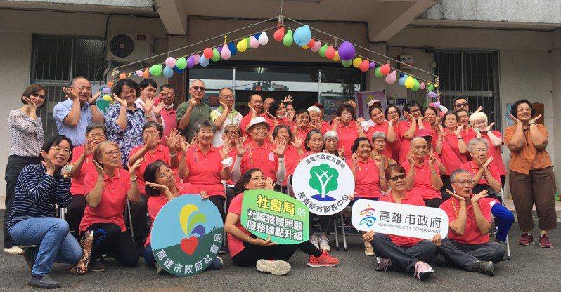 高雄市六龜區文武社區成立關懷據點,共有35位長輩參與活動。圖/高雄市社會局提供