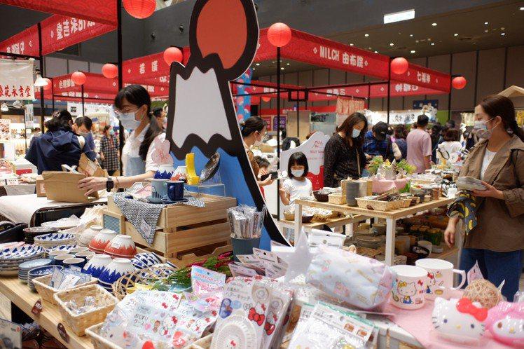日本CanDo百元商店均一價49元。記者江佩君/攝影