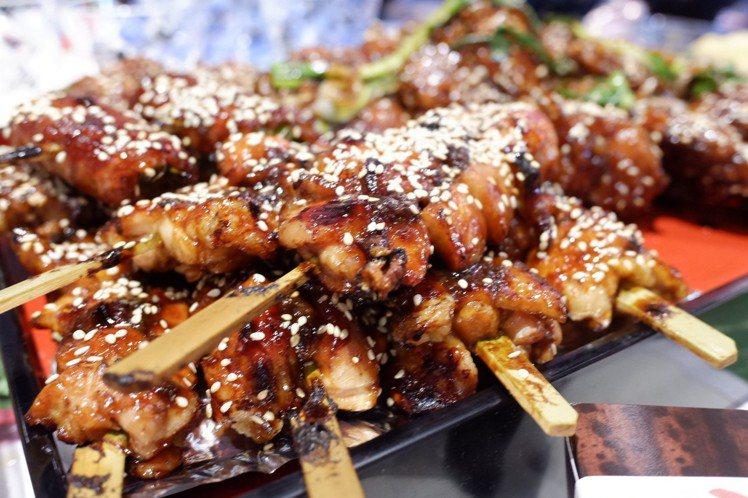 讓人食指大動的各式日本串燒。記者江佩君/攝影