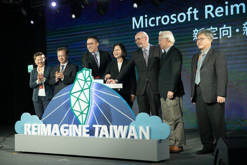 蔡英文總統今(26)日下午出席「微軟投資台灣新計畫發表記者會」。 圖/總統府提供