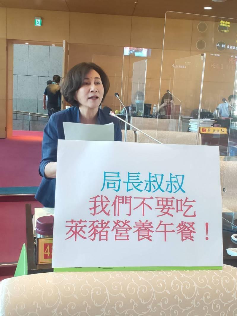 台中市議員黃馨慧指出,萊豬真能禁入校園,家長頗擔心。記者陳秋雲/攝影