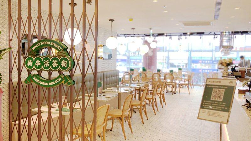 忠孝SOGO二樓新引進「荷李活茶街」展開試營運。圖/SOGO提供