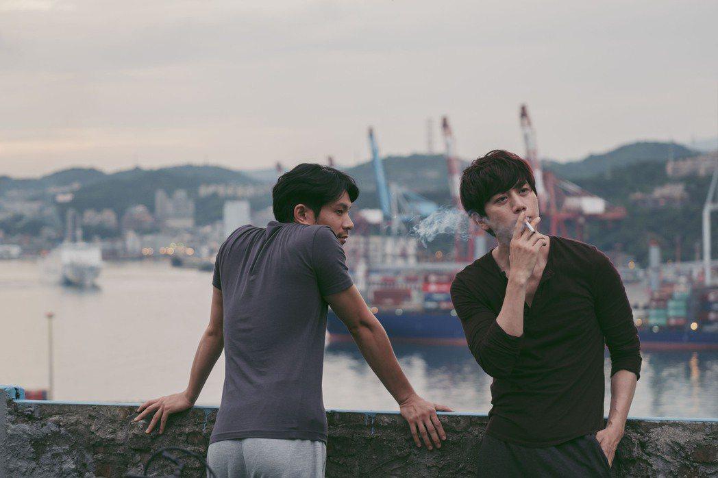 莫子儀(右)、姚淳耀(左)主演同志愛情電影「親愛的房客」口碑、票房不俗。圖/牽猴...