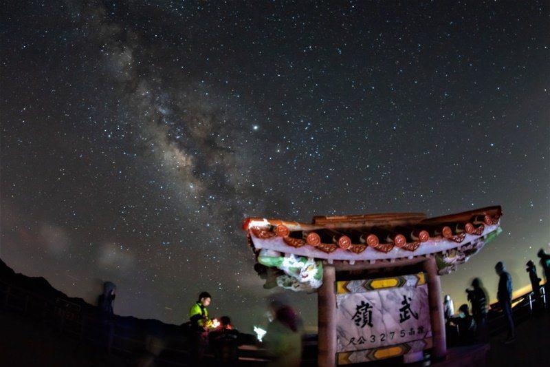 合歡山去年獲國際暗天協會(IDA)認證通過成為台灣首座、亞洲第3座暗空公園。圖/南投縣政府提供
